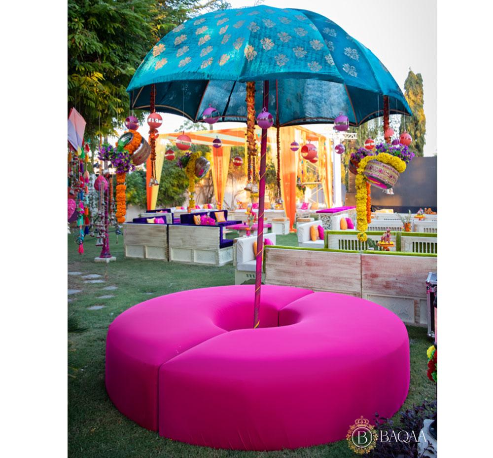 Umbrella seating 02